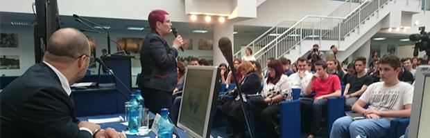 Peste 400 de liceeni au participat azi la primul dintre Atelierele IQ bancar, sustinute de Banca Transilvania